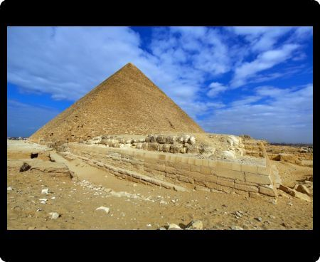 The Great Pyramid of Khufu (or Cheops) on the Giza Plateau, Cairo, Egypt