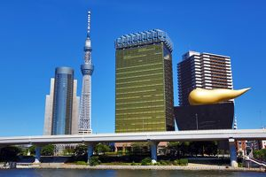 City skyline of Sumeda with the Tokyo Skytree Tower and the Asahi Beer Hall with