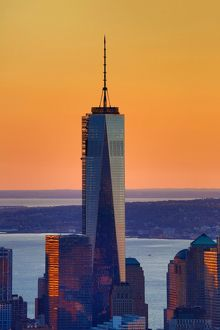 General view of the New York Manhattan city skyline at sunset and One World Trade Center ( 1 WTC )