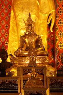 Gold Buddha statue inside the Wat Chedi Luang Temple in Chiang Mai, Thailand