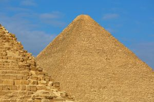 the great pyramid of khufu or cheops