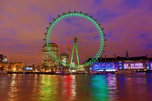 Green London Eye celebrates St. Patrick's Day in London