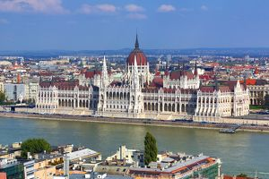budapest hungary/hungarian parliament building orszaghaz river