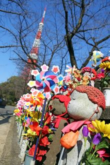 Jizo statues and pinwheel windmill toys in the Zojoji Temple cemetery garden