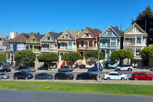 Painted Ladies Victorian houses near Alamo Square, San Franciso, California, USA