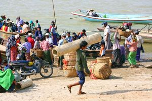 People loading and unloading ferry boats on the Ayeryarwaddy River in Old Bagan, Bagan