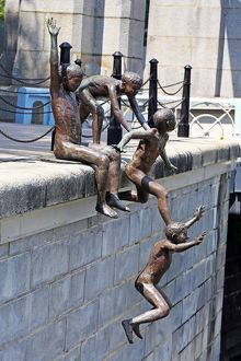 People of the River statue by Chong Fah Cheong of children jumping into the river in Singapore