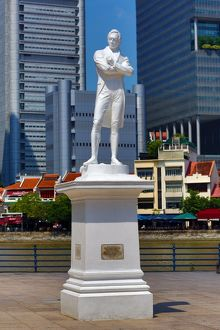 Statue of Sir Thomas Stamford Raffles on North Boat Quay in Singapore, Republic of