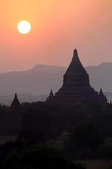 Temples and pagodas at sunset on the Central Plain of Bagan, Myanmar (Burma)
