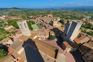san gimignano italy/view torre grossa rooftops san gimignano tuscan